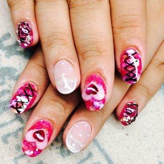 成人式ぶりのネイルでした💓 前と違うサロンで施術をしていただきました! わたしの大好きなアイドルさんがしてる ネイルを参考に ピンクに!派手に!可愛く! していただきました🦄💗 #ハンド #ラメ #ハート #シースルー #3D #デコ #ミディアム #ピンク #スカルプチュア #shiorin_10583 #ネイルブック