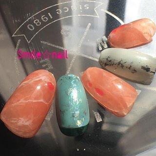 大田原定額ネイルサロン Smile☆nailのyukariです(*^^*) 3月セレクトコースデザイン♪ 今年のドレンドカラー『リビングコーラル』でふんわり天然石ネイル💅 珊瑚色とも言うらしいので、珊瑚をイメージしてジェルでパーツっぽくアクセントを♦️サブアートは海の色をイメージ🌊まだ少し寒いのでくすみカラーで💡 ☆,。・:*:・゚'☆,。・:*:・゚'☆,。・:*:・゚' #smilenail #スマイルネイル #大田原市ネイルサロン #大田原ネイルサロン #大田原定額ネイル #定額ネイル #お家サロン #ネイルサロン #ジェルネイル #セルフネイル #ネイルアート #ネイリスト #個性派ネイル #派手カワネイル #美爪 #ネイルチップ #オーダーチップ #ミンネ #minne #nailbook #天然石ネイル #ニュアンスネイル #トレンドカラーネイル #リビングコーラル #春ネイル ☆,。・:*:・゚'☆,。・:*:・゚'☆,。・:*:・゚' HPはプロフィールのURLから☆ #ネイルブック からご予約出来るようになりました❤️ ☆,。・:*:・゚'☆,。・:*:・゚'☆,。・:*:・゚' ラクマでピアス ミンネでネイルチップを販売してます ٩( ᐛ )و  ネイルチップ→ミンネ https://minne.com/5116ykr (スマイルネイルで検索‼︎) ピアス→ラクマ https://fril.jp/shop/Smile_bijou (スマイルビジュー ネイリストで検索‼︎) #春 #海 #リゾート #女子会 #ハンド #大理石 #ニュアンス #ホイル #ミディアム #オレンジ #ターコイズ #グレージュ #ジェル #ネイルチップ #Smile☆nail #ネイルブック