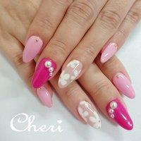 お客様持ち込みデザインです♥️ 3色のピンクにお花とパールをのせました♥️ #春 #旅行 #デート #女子会 #ハンド #ワンカラー #フラワー #パール #ホワイト #ピンク #ジェル #お客様 #cheri_1014 #ネイルブック