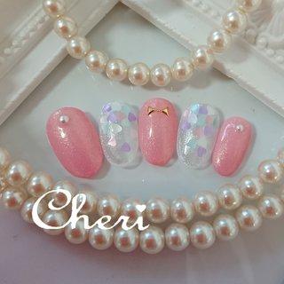 ピンクとハートホログラムでラブリーに仕上げたネイルです♥️ #オールシーズン #バレンタイン #オフィス #デート #ハンド #ワンカラー #ホログラム #ビジュー #ハート #リボン #ホワイト #ピンク #パステル #ジェル #ネイルチップ #cheri_1014 #ネイルブック