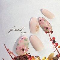 ☆春フラワー☆ ピンクべージュにふんわりと花柄を。 オフィスでも。 #春 #オフィス #デート #女子会 #ハンド #ワンカラー #フラワー #ベージュ #ピンク #ジェル #ネイルチップ #fenail #ネイルブック