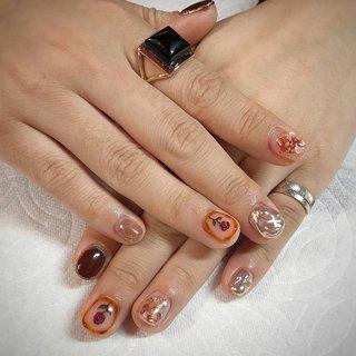こちらは5本デザインコース¥10000になります🌹✨ 初回のお客様は-¥1000引きです💅 . . . . 初めてのジェルネイルをM3でしてくださった可愛いお客様😳💕 春休みは可愛いnailと素敵な思い出を作って下さいね🥰またお待ちしております♪ . . . . ご予約や詳細など、お気軽にお問い合わせ下さい♪ LINEID : m3.nails メール :m3.nails@icloud.com . #m3 #プライベートサロン #プライベートネイルサロン #ネイルサロン#privatenailsalon #東京 #tokyo #原宿 #harajuku #キャットストリート #nail #ネイル #ジェルネイル #gelnails #冬ネイル #ニュアンスネイル #月替りデザイン #ネイルデザイン #sweet #可愛い #派手 #派手ネイル #手書き #手書きネイル #宝石 #大理石ネイル #天然石ネイル #春ネイル #春 #卒業式 #入学式 #デート #ハンド #ラメ #ワンカラー #シェル #アンティーク #ニュアンス #ショート #クリア #ブラウン #メタリック #ジェル #お客様 #M3 mako #ネイルブック
