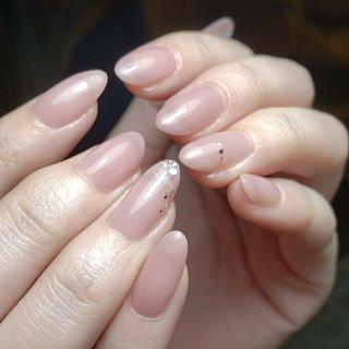 うる艶カラーに春色シェルと儚く美しいラインをオン。 儚いアクセサリーののようなラインは大塚翔太さん考案のエアアクセ。 上品な春のお手元になりました。  #ジェルネイル #シンプルネイル #お客様 #オールシーズン #ワンカラー #ジェル #オフィスネイル #オフィス #上品ネイル #大人ネイル #ハンドネイル #デート #パーティー #大人上品ネイル #大人可愛い #大人ネイルデザイン #エアブラシ #シェル #春色 #プライベートサロン #エレガントネイル #群馬ネイルサロン #伊勢崎ネイルサロン #takanoshiraishi #たかの #春 #オールシーズン #オフィス #デート #ハンド #シンプル #ラメ #シェル #ミディアム #ベージュ #パープル #ジェル #お客様 #TAKANO SHIRAISHI #ネイルブック