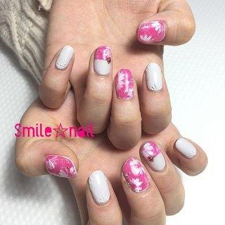 大田原定額ネイルサロン Smile☆nailのyukariです(*^^*) お持込みデザインを参考に💡 私も大好きフューシャピンクと爽やかなライトグレーを合わせて華やか春ネイル🌸 ライトグレーは#アイニティジェル ♪ぽこぽこアートでさり気なくお花アート💐 いつもありがとうございます😊 ☆,。・:*:・゚'☆,。・:*:・゚'☆,。・:*:・゚' #smilenail #スマイルネイル #大田原市ネイルサロン #大田原ネイルサロン #大田原ネイル #大田原定額ネイル #ネイルサロン #ジェルネイル #セルフネイル #ネイルアート #ネイリスト #個性派ネイル #派手カワネイル #美爪 #ネイルチップ #オーダーチップ #ミンネ #minne #nailbook #春ネイル #フラワーネイル #ピンクネイル #initygel ☆,。・:*:・゚'☆,。・:*:・゚'☆,。・:*:・゚' HPはプロフィールのURLから☆ #ネイルブック からご予約出来るようになりました❤️ ☆,。・:*:・゚'☆,。・:*:・゚'☆,。・:*:・゚' ラクマでピアス ミンネでネイルチップを販売してます ٩( ᐛ )و  ネイルチップ→ミンネ https://minne.com/5116ykr (スマイルネイルで検索‼︎) ピアス→ラクマ https://fril.jp/shop/Smile_bijou (スマイルビジュー ネイリストで検索‼︎) #春 #入学式 #パーティー #デート #ハンド #フラワー #3D #バイカラー #ミディアム #ホワイト #ピンク #グレー #ジェル #お客様 #Smile☆nail #ネイルブック