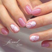 ☆シースルーフラワー☆ 紫がかったピンクが春っぽい。 奥行きのあるフラワーを。 #春 #オフィス #デート #女子会 #ハンド #ラメ #グラデーション #フラワー #ミディアム #ホワイト #ピンク #ジェル #お客様 #fenail #ネイルブック