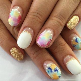 タイダイとバルーンフレンチをやってみたくて 今回このデザインにしました! こだわりは右手が爽やかにブルー系、 左手は可愛くピンク系の色合いにしました❤️ とっても気に入ってます💕 #春 #ハンド #フレンチ #ラメ #タイダイ #ショート #ホワイト #ピンク #ブルー #ジェル #mina0515 #ネイルブック