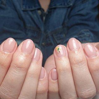 *** ママだって女子💗 お洒落したい❤️ 可愛くいたい😍💛   マオジェル #205ジャスミン #102ホワイトスパークリング   ✔️髪の毛が爪に引っ掛かってプチストレス ✔️ジェルの繰り返しで爪が薄くなった ✔️爪の形がコンプレックス ✔️噛み癖・むしり癖による深爪 ✔️ピンクの部分を伸ばしたい ✔️ジェルが2~3週間で浮いてくる  3ヶ月後にはあなたも美爪💅💡 ジェルをしながら美爪目指しませんか?💗  ありそうでなかった お爪を育てるネイルサロン💅✨  料金やMEMUなどは トップページのリンクから✏️✨ ・ ご予約、お問い合わせは DM又はLINEから🎵 ↓↓↓ LINE@ID→@cdo0938s(@から検索)  #美爪クリエイター #和歌山美爪クリエイター #和歌山#和歌山市#自爪育成 #ネイルサロン#自宅ネイルサロン #クリアネイル#美フォルム #ベース作り#ベース一層残し #美爪育#自爪育#美爪 #マオジェル導入サロン和歌山 #和歌山ネイルサロン#和歌山ネイル #和歌山市#海南市#岩出市#有田市 #はるカラー#春ネイル #ピンクネイル#お花ネイル #ドライフラワーネイル #春 #オールシーズン #卒業式 #入学式 #ハンド #シンプル #ワンカラー #押し花 #ショート #クリア #ベージュ #ピンク #ジェル #お客様 #missy__nail #ネイルブック