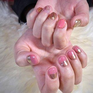 こちらは月替りデザイン¥8000になります🌹✨ 初回のお客様は-¥1000offです💅 . . 3種類のピンクで、春&春&春っ🥳🌸🌸🌸 とっても可愛いnailをさせて頂きありがとうございました🥰またお待ちしておりますね♪ . . . . ご予約や詳細など、お気軽にお問い合わせ下さい♪ LINEID : m3.nails メール :m3.nails@icloud.com . #m3 #プライベートサロン #プライベートネイルサロン #ネイルサロン#privatenailsalon #東京 #tokyo #原宿 #harajuku #キャットストリート #nail #ネイル #ジェルネイル #gelnails #冬ネイル #ニュアンスネイル #月替りデザイン #ネイルデザイン #sweet #可愛い #派手 #派手ネイル #手書き #手書きネイル #宝石 #大理石ネイル #天然石ネイル #春ネイル #春 #入学式 #オフィス #デート #ハンド #変形フレンチ #ニュアンス #ボタニカル #ミラー #レトロ #ショート #ピンク #ゴールド #メタリック #ジェル #お客様 #M3 mako #ネイルブック