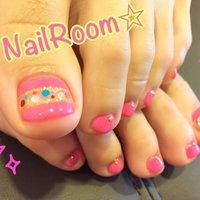 いろんなカラーのホログラムを置いてカラフルに♪ #オールシーズン #フット #ピンク #お客様 #NailRoom4140 #ネイルブック