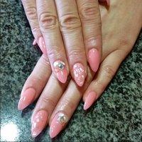 桜貝を思わせるような桜色ネイル♪クラッシュシェルを埋め込んで、シンプルに大人春ネイル♥ #ロング #ピンク #NailSalonMoi #ネイルブック