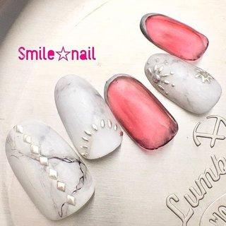 大田原定額ネイルサロン Smile☆nailのyukariです(*^^*) 5月のセレクトコースデザインです❤️ マイネイルがなかなか可愛く出来たので、チップに起こしました✨ やっぱり、真っ白の大理石アートが好き❤️ パキッとクラックを描いたものと、ふんわりモヤモヤバージョンをミックスしました✍🏻 ホイルを挟んだので、写真では伝わらないキラキラ感が🤩 是非サンプル見に来て下さいっっ‼︎ ☆,。・:*:・゚'☆,。・:*:・゚'☆,。・:*:・゚' #smilenail #スマイルネイル #大田原市ネイルサロン #大田原市ネイル #大田原ネイルサロン #大田原ネイル #大田原定額ネイル #ネイルサロン #ジェルネイル #セルフネイル #ネイルアート #ネイリスト #個性派ネイル #派手カワネイル #nailpic #美爪 #オーダーチップ #nailbook #5月ネイル #大理石ネイル #大理石柄 #ストーンアート #天然石ネイル #ホワイトネイル #透け感ネイル #ニュアンスネイル #お洒落ネイル ☆,。・:*:・゚'☆,。・:*:・゚'☆,。・:*:・゚' HPはプロフィールのURLから☆ #ネイルブック からご予約出来るようになりました❤️ ☆,。・:*:・゚'☆,。・:*:・゚'☆,。・:*:・゚' ラクマでピアス ミンネでネイルチップを販売してます ٩( ᐛ )و  ネイルチップ→ミンネ https://minne.com/5116ykr (スマイルネイルで検索‼︎) ピアス→ラクマ https://fril.jp/shop/Smile_bijou (スマイルビジュー ネイリストで検索‼︎) #春 #旅行 #デート #女子会 #ハンド #シンプル #アンティーク #大理石 #ニュアンス #オーロラ #ミディアム #ホワイト #レッド #ブラック #ジェル #ネイルチップ #Smile☆nail #ネイルブック