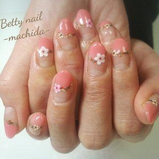 桜ネイル🌸 ピンクの丸フレンチをベースに桜と葉をアートして とてもキュートな春ネイルになりました♡ #春 #卒業式 #入学式 #デート #ハンド #シンプル #フレンチ #フラワー #ボタニカル #ミディアム #ホワイト #ピンク #グリーン #ジェル #お客様 #Manamishinto #ネイルブック