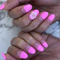 #Newハンドネイル #ピンクのフラットフレンチに #ポイントの花 #春 #ハンド #変形フレンチ #フラワー #ショート #ピンク #ジェル #りか #ネイルブック