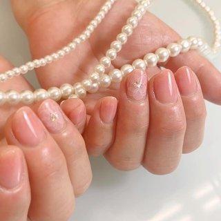 * ♡お客様ネイル♡ . 私の中で今流行らせたい色No.1(笑) 今年の#coloroftheyear2019  #リビングコーラル 🐠 . 血色よく うるつやな指先に💅 . うわ〜派手な爪😒ではなく わ〜きれいな指先✨って お客様だけじゃなく その先で出会われる人にも そう思っていただけるようなネイルでありたいなぁ と思います。 . いつもありがとうございます😊 . #ジェル#ジェルネイル#ネイル#gelnail#nail#gelnails#ネイルデザイン#ウォーターケア#ネイルケア#nailcare#しぇあねいる#上品ネイル#オフィスネイル#大人ネイル#ハンドケア#シンプルネイル#たらしこみネイル #春 #オールシーズン #オフィス #デート #ハンド #シンプル #ワンカラー #フラワー #たらしこみ #クリア #ピンク #オレンジ #ジェル #お客様 #梅本 恵里 #ネイルブック