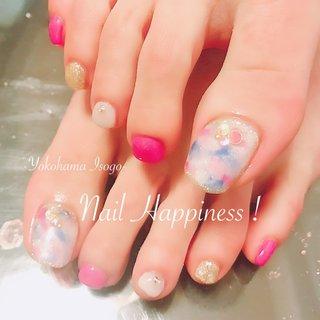 #女っぽネイル #春フットネイル2019 #夏フット2019 #オールシーズン #パーティー #デート #女子会 #フット #ラメ #ワンカラー #ニュアンス #ホワイト #ピンク #ゴールド #Nail Happiness!(ネイルハピネス)*ささきまき #ネイルブック