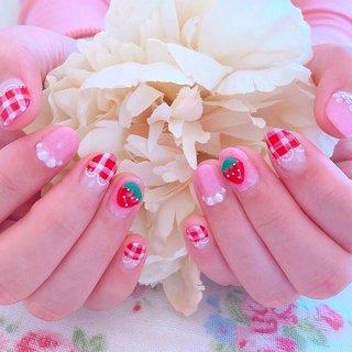 #いちごネイル #ギンガムチェック#レースネイル #春ネイル2019 #春 #夏 #オールシーズン #パーティー #ハンド #フラワー #チェック #パール #3D #レース #ミディアム #ホワイト #ピンク #レッド #ジェル #お客様 #cherie me nail ♡ #ネイルブック