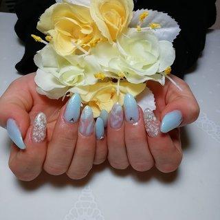 爽やかなブルー系は春夏おすすめです☆ #春 #オールシーズン #デート #女子会 #ハンド #シンプル #シェル #ピーコック #大理石 #ミディアム #ホワイト #クリア #水色 #スカルプチュア #お客様 #KAORI #ネイルブック