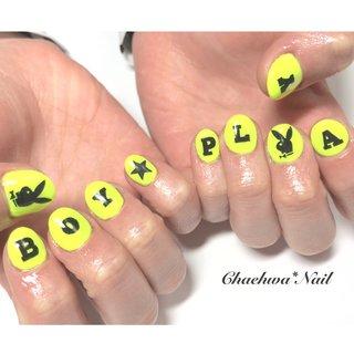 ネオンイエロー×PLAYBOY♡ ロゴオーダー頂いて、全て手書きです。 . #nails #naildesign #nailart #instanails #instagood #black #neon #yellow #nailstagram #painting #playboy #chaehwanail #ネイル#ネイルデザイン #ロゴ #ネオン #イエロー #プレイボーイ #手書き #派手ネイル #ブラック #カラー #神奈川 #川崎ネイルサロン #네일#네일아트#네일스타그램 #젤네일 #손스타그램 #페인트 . ご予約は↓からお願いします! *LINE@ : @chaehwa_nail(@から検索) *Instagram DM : @chaehwa_nail *ネイルブックネット予約(プロフィールのURLから予約可能!) . ご連絡お待ちしております(*´꒳`*)♪ Chaehwa*Nail #オールシーズン #海 #ライブ #スポーツ #ハンド #ワンカラー #痛ネイル #キャラクター #ロック #ショート #イエロー #ブラック #ネオンカラー #ジェル #お客様 #chaehwa_8127 #ネイルブック