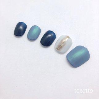 シャインブルーのさわやかネイル #春 #夏 #海 #ハンド #シンプル #ショート #水色 #ブルー #ブラウン #ジェル #ネイルチップ #Natsumi Asaba #ネイルブック