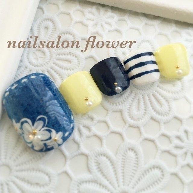 #Nailbook #春 #夏 #海 #リゾート #フット #ワンカラー #フラワー #ボーダー #ミディアム #イエロー #ブルー #ジェル #ネイルチップ #nailsalon flower #ネイルブック