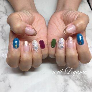 モザイクタイルネイル♪ お客様の大好きなブルーにいつもと違うカラーを合わせました♪とても良くお似合いでした♪  #モザイクタイル#シェル#金箔#ラメフレンチ#大人カラー#王子神谷ネイル#王子ネイルサロン #夏 #オフィス #ハンド #フレンチ #ワンカラー #ビジュー #シェル #ステンドグラス #ミディアム #グリーン #ブルー #パープル #ジェル #お客様 #nailLegume #ネイルブック