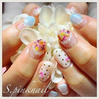 パール&ドライフラワーnail💐   めっちゃ華やか(´▽`)  自分のネイルはシンプルが好き。 でもひとにネイルする時は派手なのが楽しい♡    #ドライフラワーネイル #フラワーネイル#flowernails #flowernail #お花のある暮らし  #パステルネイル #ネイルデザイン #春ネイル #春ネイル2019  #カラフルネイル #水色ネイル #春メイク #ピンクネイル #pinknails #ビジューネイル #派手ネイル ・ #キラキラネイル  #お洒落ネイル #nailstagram #セルフネイル #newnails #네일 #钉子  #ネイル #nails #ジェルネイル #ネイルアート #パールネイル #ショートネイル #ネイル好きな人と繋がりたい #春 #夏 #デート #女子会 #ハンド #変形フレンチ #パール #たらしこみ #ドット #押し花 #ショート #ターコイズ #水色 #カラフル #ジェル #お客様 #さこかずえ #ネイルブック