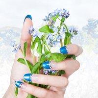 BLUE TIARA  ティアラをイメージし、ストーンを配置したデザイン。ブルーカラーで可愛いくなりすぎずカジュアルに。普段使いにもGOOD! #春 #夏 #ハンド #フレンチ #ロング #ホワイト #ネイビー #ジェル #ネイルモデル #thinkresort #ネイルブック