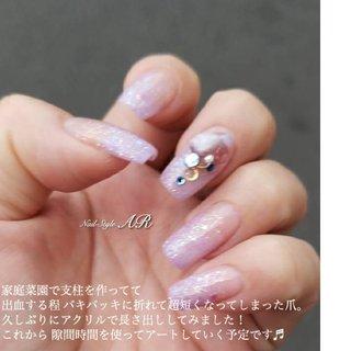 ネイリスト山中の爪です。 両手の結構な数の爪が、スマイルラインから出血を伴う折れで、超短くなってしまったので 久しぶりにアクリルを使って長さ出しをしてます。 これからアートや、爪先の形とか 色々変えながら楽しんでいく予定です! #ar.nail_yama #ネイルブック