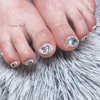 小さいお爪の方でも 可愛いキラキラフットネイル #夏 #冬 #海 #浴衣 #フット #ラメ #シェル #大理石 #ホイル #オーロラ #ショート #ホワイト #ターコイズ #シルバー #ジェル #お客様 #.*・゚yun・*. #ネイルブック