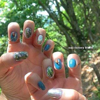 私の新しいネイル💅✨ 新緑のお山で新緑ネイル🌿  使いたかったドライリーフとウッドパーツをやっと使えた✨  Forest nail🌿🌿🌿 #nail#nails#nailart#art#nailfactoryrush#mynail #gelnail#gelnails#nailsalon#nailartist#naildesigh#japanesenailart#japanesenail#rush#ネイル#ネイルアート#ネイルデザイン#ジェルネイル#鯖江#鯖江ネイルサロン#福井ネイルサロン#ドライリーフネイル#ドライリーフ#ミラーネイル#ジェルネイル#forestnail #forest #チーボーネイル#ネイルファクトリーラッシュ #春 #夏 #オールシーズン #リゾート #ハンド #トロピカル #木目調 #ミラー #レトロ #ショート #グリーン #メタリック #アースカラー #ジェル #nailfactoryrush #ネイルブック