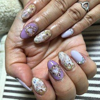 いつもとってもおしゃれデザインを お持ち頂いてくださるお客様です。 今回はパープルで紫陽花風カラーに♡ いつもどおりキラキラネイル! 今回もハワイのお土産を頂きました! ほんといつもありがとうございます♡ 来週から金沢楽しんできてください!  #cbstagram#nail#hand#gelgraph#パープル#ホワイト#大理石風#ストーン#ハートパーツ#ゴールドスタッズ#美爪#いつもありがとうございます#自宅ネイルサロン# Y'schön#ワイズシェーン#nailist#橿原#kashihara#nara#japan #オールシーズン #リゾート #デート #女子会 #ハンド #ワンカラー #ラメ #ハート #大理石 #オーロラ #ミディアム #ホワイト #パープル #パステル #ジェル #お客様 #Y'schön ワイズシェーン #ネイルブック