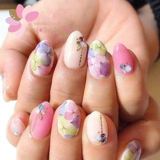 お客様ネイル♡定額プランより、人気のカラフル紫陽花デザイン💅💠 重なり合った透け感のある紫陽花がとても綺麗✨🐌☔️ スワロフスキー多めで、意外とゴージャスなのも人気の理由です◎ . . #お客様ネイル #nail #ネイル #ジェルネイル #ネイルアート #NailSyuSyu #ネイルシュシュ #ネイルサロン #プライベートネイルサロン #ネイルデザイン #秦野ネイルサロン #渋沢ネイルサロン #大人ネイル #美爪 #マオジェル導入サロン秦野 #梅雨ネイル #カラフルネイル #春夏ネイル #紫陽花ネイル #ビジューネイル #スワロフスキー #フラワーネイル #春 #夏 #梅雨 #ハンド #ビジュー #フラワー #ピンク #カラフル #ジェル #お客様 #Nail*SyuSyu*ネイルシュシュ #ネイルブック